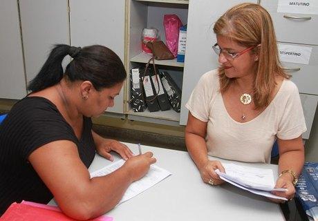 Entrega de documentação é fundamental para garantir vagas nas escolas (Foto: Valdir Rocha)