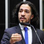 Com medo de ser morto, Jean Wyllys abandona mandato e deixa o Brasil
