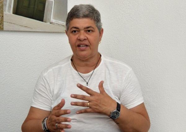 Psicóloga da Sesau, Laeuza Farias, destaca que o Janeiro Branco busca fortalecer o conceito do autoconhecimento (Foto: Carla Cleto)