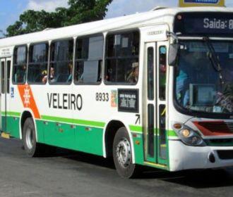 Funcionários da Veleiro impedem saída de ônibus das garagens