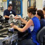 Confiança da indústria recua 1,9 ponto, de acordo com prévia de março