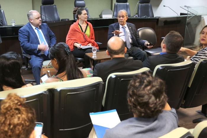 Juiz Luiz Lanfredi, Valdirene Daufendack e desembargador Celyrio Adamator. (Foto: Caio Loureiro)