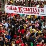 Em Maceió: Confira as fotos do protesto contra os cortes na educação