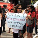 Contra os cortes na educação, manifestantes voltam as ruas de Maceió