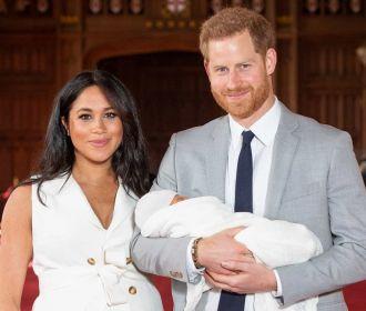 Harry e Meghan Markle fazem primeira aparição com bebê ...