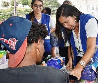 Pessoas em situação de rua recebem serviços de saúde