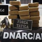 Dupla é presa com 18 kg de maconha em grota no Benedito Bentes