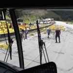 Carreta tomba na BR-101 e carga de cervejas é saqueada por motoristas
