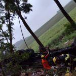 Caminhão tomba em ribanceira e resulta na morte de ocupante na BR-104