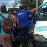 Acusados de assaltar van foram baleados por passageiro