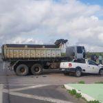Caminhão e veículo de passeio colidem em via de acesso a Boca da Mata