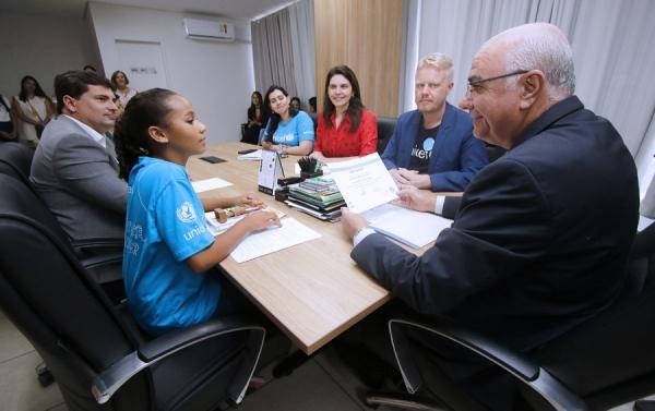No dia em que se comemora os 30 anos da Convenção sobre os Direitos da Criança (CDC), em todo mundo, a comitiva do Unicef acompanhou Ana Clara Yasmin Silva dos Santos para conhecer a Sede do Poder Executivo EstadualFoto: Thiago Sampaio