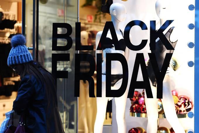 Comparadores podem ajudar o consumidor que deseja fazer compras em loja física (TIMOTHY A. CLARY/AFP