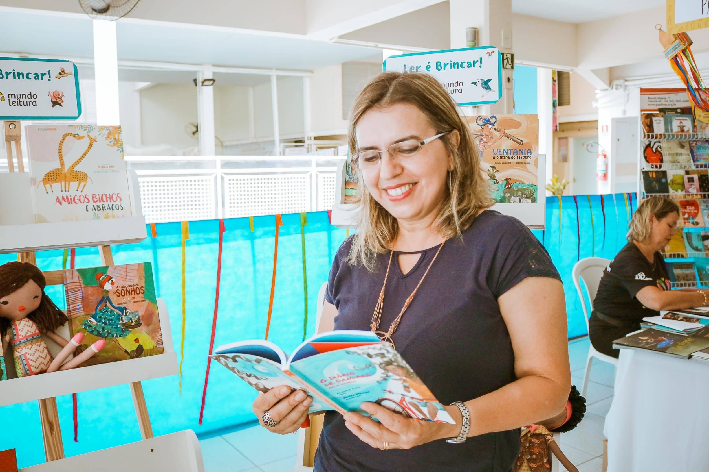 A escritora infantil e jornalista Cláudia Lins é um dos destaques da Feira (Foto: Espaço Educar/ asssessoria)