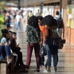 Após pressão das universidades, 100% das bolsas da Capes estão garantidas