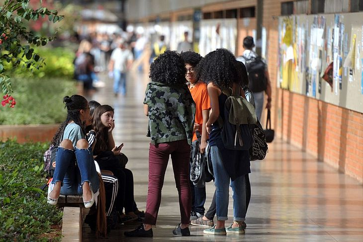 csm_alunos-universidade-bolsa-capes-agenciabrasil_91c5a8158f