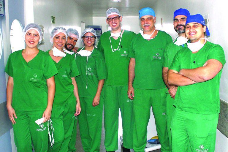 Equipe dos serviços de Neurocirurgia e Anestesiologia escalada para o procedimento
