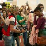 Ryan volta atrás e surpreende Marina em aeroporto: 'não entra nesse avião'
