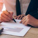 Casal oferece descontos de até 90% para clientes se regularizarem