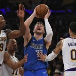 Lakers vencem os Mavericks com duplo-duplo de LeBron James