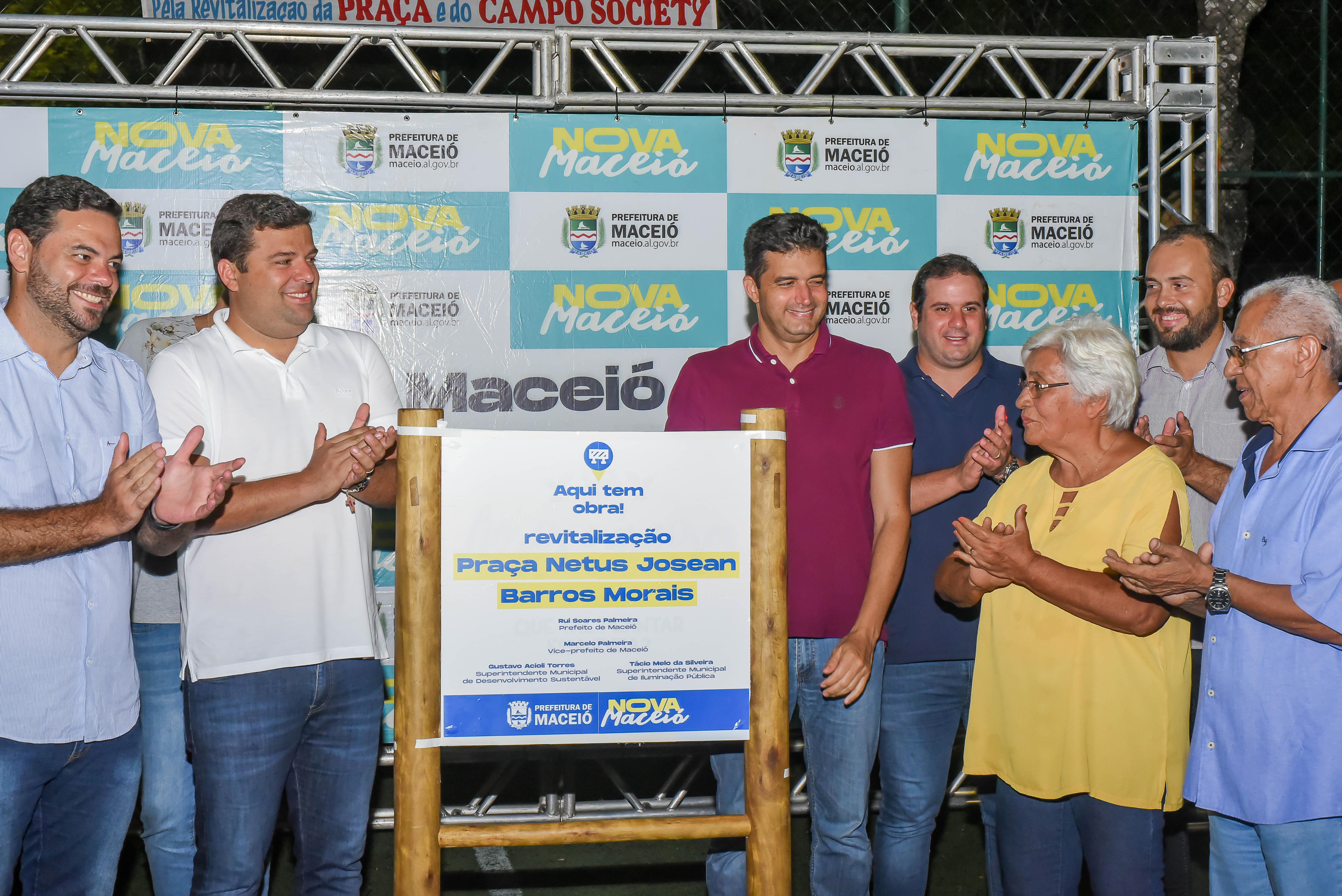 Prefeito entrega Praça revitalizada no conjunto Inocoop. Foto: Átila Vieira|Secom Maceió