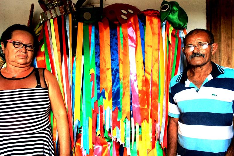 Os amigos Cicera e Expedito, lutam diariamente para manter vivo uma das brincadeiras mais populares de Alagoas. Créditos: Jamerson Costa.