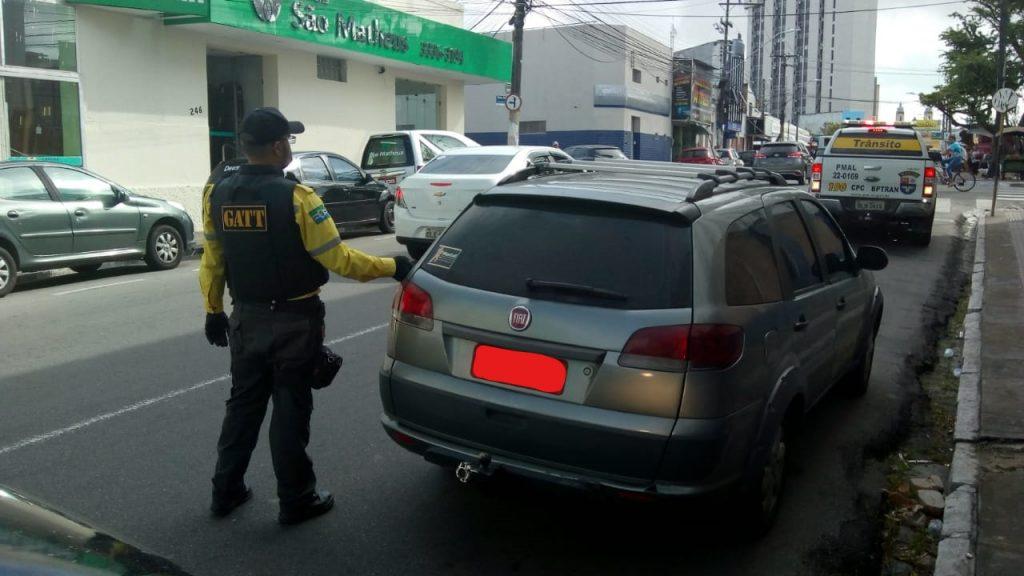 Fiscalização ajuda a coibir irregularidades nas vias. Foto: SMTT