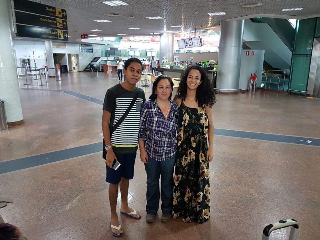 Ruan (esquerda), a estudante de El Salvador e uma outra voluntária do projeto (à direita). Foto: Arquivo Pessoal