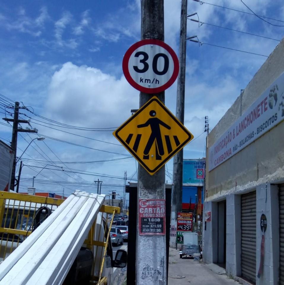 Ao longo da via, novas e modernas placas proporcionarão melhores condições de trafegabilidade. Foto: Ascom SMTT