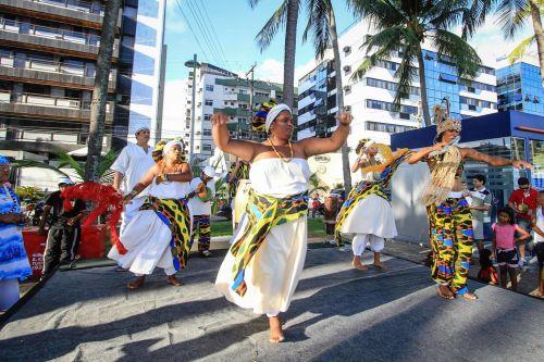 Afoxé Ofá Omin se apresenta neste domingo na Orla Lagunar. Foto: Pei Fon Secom/Maceió