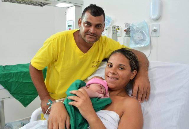 Tatiane e Jose Cicero ficaram emocionados com o nascimento de Thayla_FOTO_Carla Cleto 1