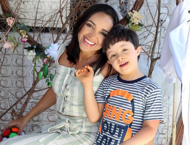 Neila e seu filho, Arthur, de seis anos. Foto: Arquivo Pessoal