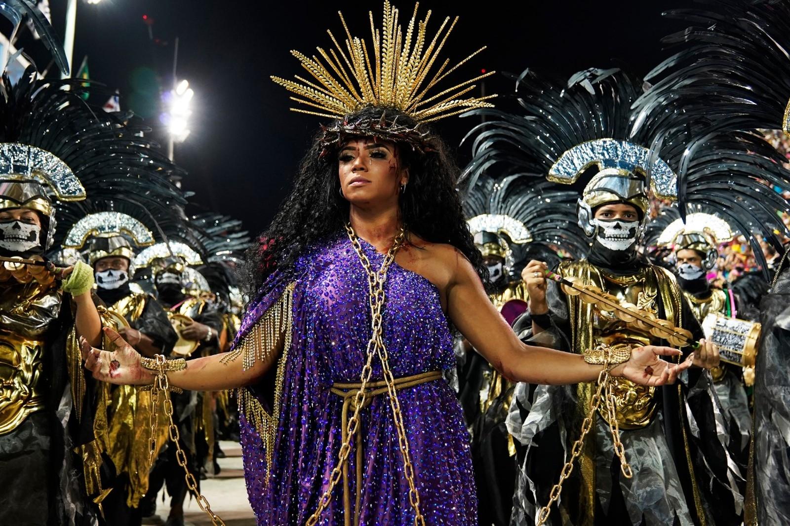Atriz Evelyn Bastos como rainha Jesus mulher negra - Foto: Fábio Tito/G1