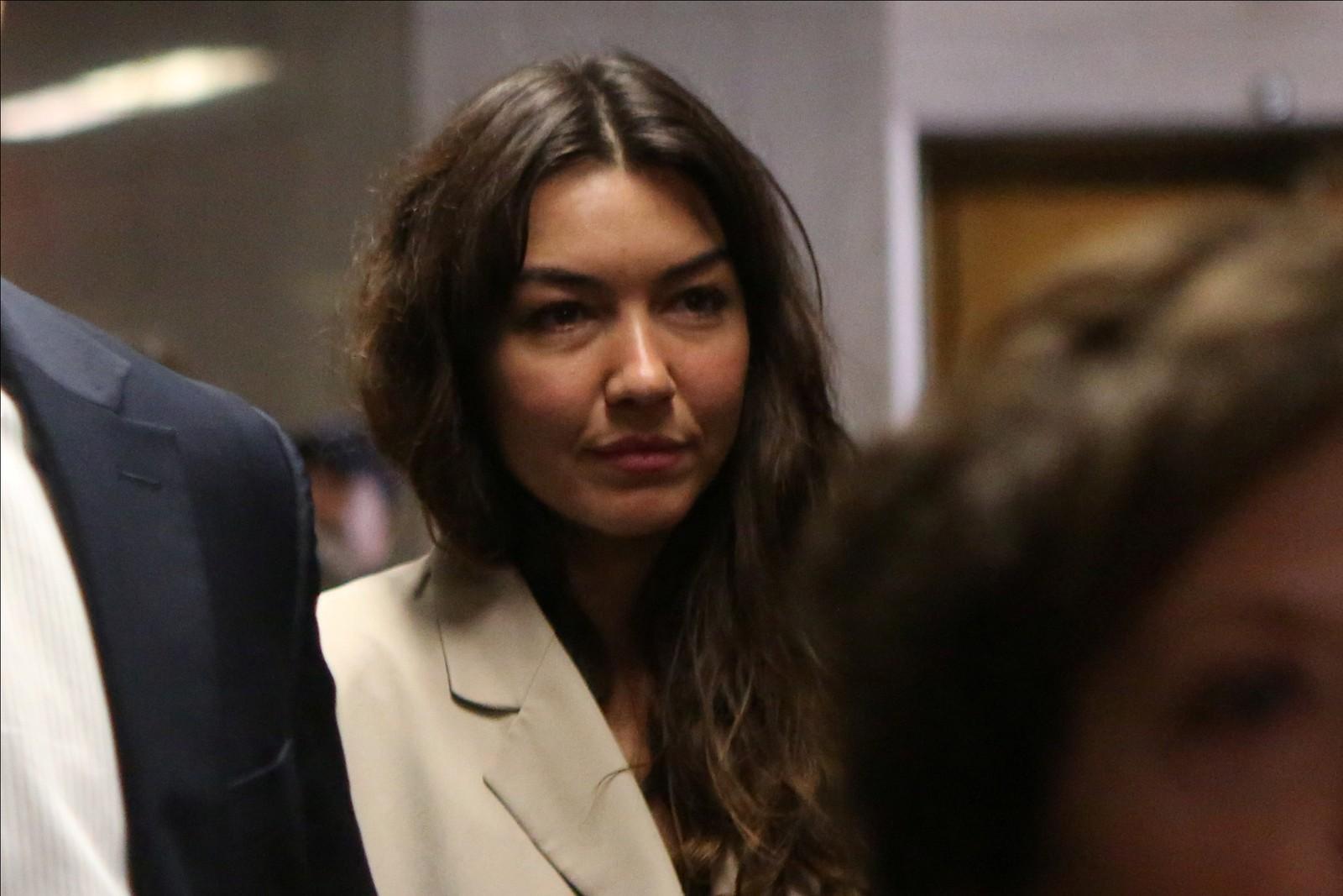Mimi Haleyi , uma das vítimas de Harvey Weinstein, no dia em que prestou depoimento, 17 de janeiro de 2020 — Foto: Gabriela Bhaskar/Reuters