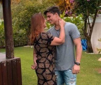 Mãe de Neymar termina namoro após pressão da família