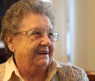 Palmirinha tem alta do hospital após tratar infecção de urina