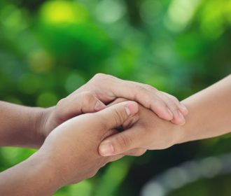 Dia da Gentileza: ajudar faz bem para a saúde mental