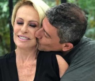 Corpo do ator Tom Veiga, o Louro José, é velado em São Paulo em cerimônia privada