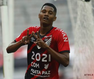 Flamengo perde para Athletico-PR; Internacional dispara na liderança