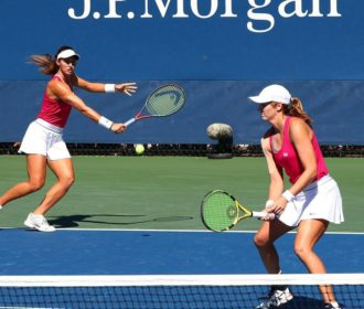 Stefani se classifica para a final de duplas do WTA de Abu Dhabi