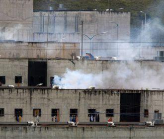Mais de 60 pessoas morrerram no Equador em rebeliões nos presídios