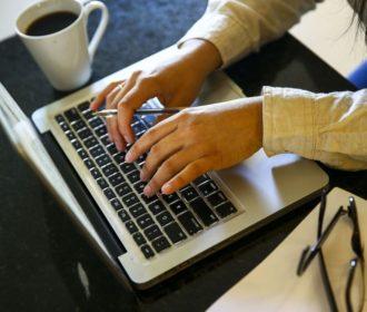 Trabalho digital cresce e ameaça direitos trabalhistas