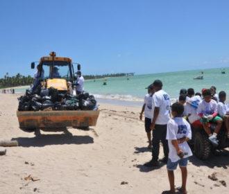 Mutirão retira uma tonelada de lixo das praias de Porto de Pedras