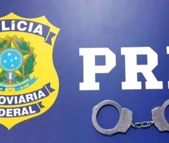 Agentes da PRF prendem dois homens durante fiscalizações no interior