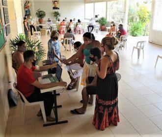Comunidade cigana de Penedo é atendida com diversos serviços do município