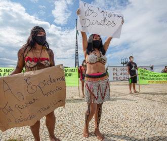 Indígenas realizam caminhada em Brasília por demarcação e contra a mineração e o agronegócio em suas terras