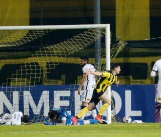Corinthians é goleado e se despede da Sul-Americana
