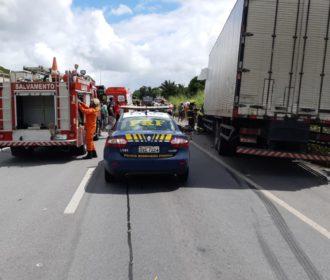 Colisão entre caminhões deixa uma pessoa ferida em Jequiá da Praia