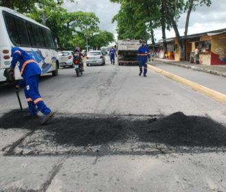 Operação tapa-buraco: Centro, Ponta Verde, Farol e Cidade Universitária recebem ações