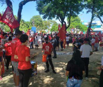 Milhares de pessoas protestam contra Bolsonaro em Maceió; veja imagens